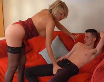 Vieja gorda follando con un chaval prostituto