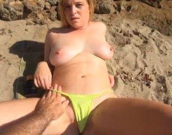 Madurita de 40 años que le gusta follar en la playa