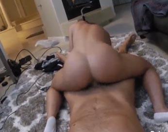 Su mujer con culo perfecto montando su polla