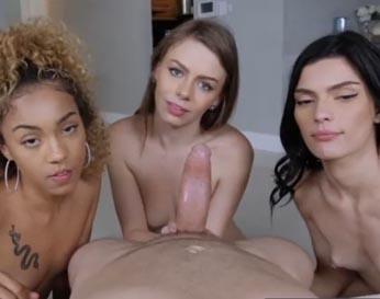 Tres amiguitas de su hermana montando su polla