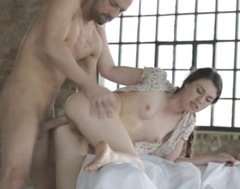 La putita joven disfruta mucho el sexo anal