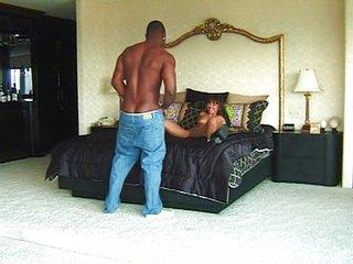 Casa infiel follada por un hombre negro