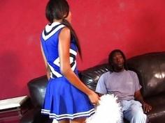 Animadora negra jovencita follando