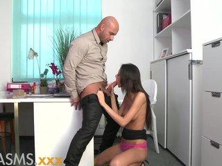 Orgasmos continuos follada a lo perrito
