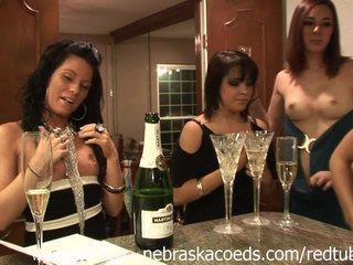 Fiesta universitaria y chicas borrachas
