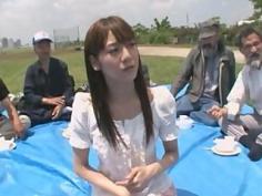Joven japonesa follada por un montón de hombres